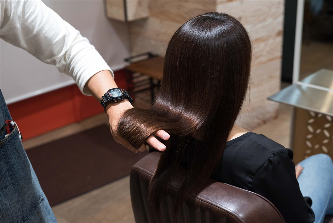 しなやかさを感じるストレートヘア|髪質改善矯正のメリット