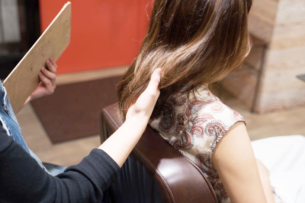 初回ご来店のカウンセリングで念密な毛髪診断を行いヘアスタイルの年間スケジュールをしっかり組んで明確なご来店期間をしっかり把握します