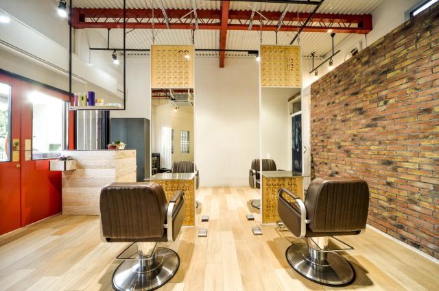 DRAN独自の髪質改善が全てのメニューについてくる。髪質を改善しながらヘアスタイルをデザインしていきます。 そしてパーソナルカラー診断で最高の似合わせを実現しコンテストで受賞されたカット技術でデザインを構成していきます。