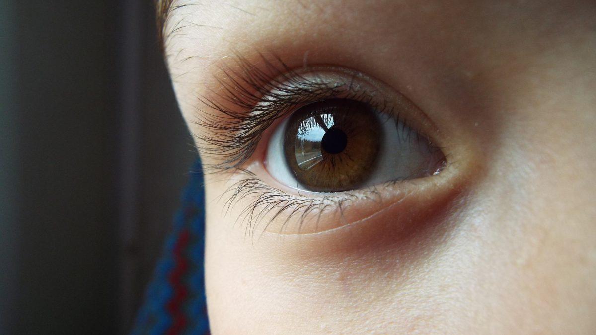 青い が の 黒目 周り